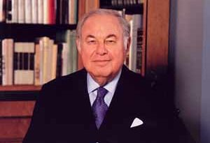 a alfred taubman 300x205 - A. Alfred Taubman Biography - life Story, Career, Awards, Age, Height
