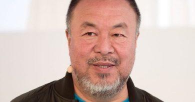 ai weiwei 2 390x205 - Ai Weiwei Biography - life Story, Career, Awards, Age, Height