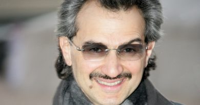 al waleed bin talal 1 390x205 - Al-Waleed bin Talal Biography - life Story, Career, Awards, Age, Height