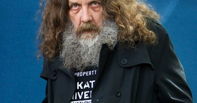 alan moore 3 390x205 - Alan Moore Biography - life Story, Career, Awards, Age, Height
