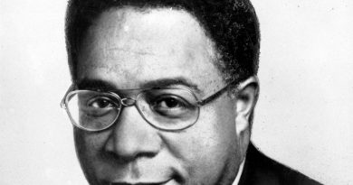 alex haley 1 390x205 - Alex Haley Biography - life Story, Career, Awards, Age, Height