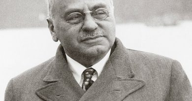 alfred adler 2 1 390x205 - Alfred Adler Biography - life Story, Career, Awards, Age, Height