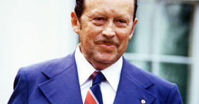 alfredo stroessner 1 390x205 - Alfredo Stroessner Biography - life Story, Career, Awards, Age, Height
