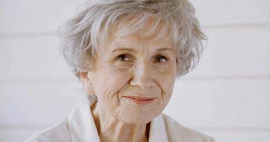 alice munro 2 390x205 - Alice Munro Biography - life Story, Career, Awards, Age, Height