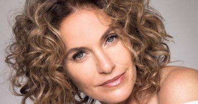 amy brenneman 1 1 390x205 - Amy Brenneman Biography - life Story, Career, Awards, Age, Height