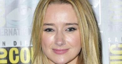 amy shiels 1 390x205 - Amy Shiels Biography - life Story, Career, Awards, Age, Height