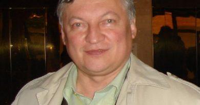 anatoly karpov 1 390x205 - Anatoly Karpov Biography - life Story, Career, Awards, Age, Height