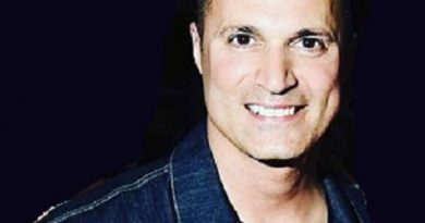 andrew frankel 1 390x205 - Andrew Frankel Biography - life Story, Career, Awards, Age, Height