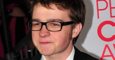 angus t jones 3 390x205 - Angus T. Jones Biography - life Story, Career, Awards, Age, Height