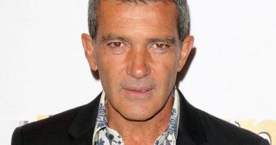antonio banderas 5 390x205 - Antonio Banderas Biography - life Story, Career, Awards, Age, Height
