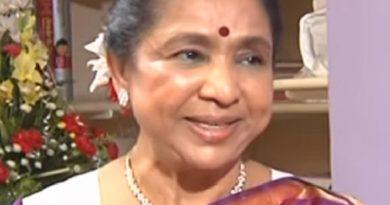 asha bhosle 6 390x205 - Asha Bhosle Biography - life Story, Career, Awards, Age, Height