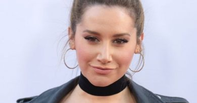 ashley tisdale 5 2 390x205 - Ashley Tisdale Biography - life Story, Career, Awards, Age, Height