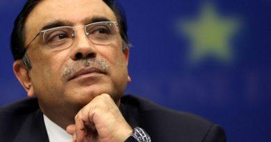 asif ali zardari 1 390x205 - Asif Ali Zardari Biography - life Story, Career, Awards, Age, Height