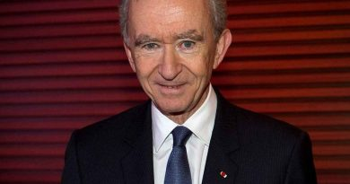 bernard arnault 4 390x205 - Bernard Arnault Biography - life Story, Career, Awards, Age, Height
