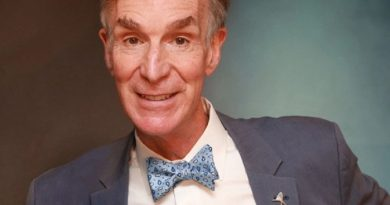 bill nye 9 390x205 - Bill Nye Biography - life Story, Career, Awards, Age, Height