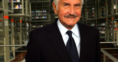 carlos fuentes 3 390x205 - Carlos Fuentes Biography - life Story, Career, Awards, Age, Height