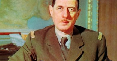 charles de gaulle 3 390x205 - Charles de Gaulle Biography - life Story, Career, Awards, Age, Height