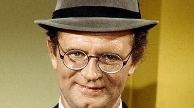 charles nelson reilly 1 800x445 - Charles Nelson Reilly Biography - life Story, Career, Awards, Age, Height