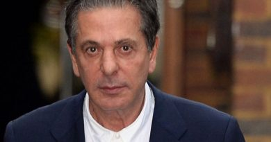 charles saatchi 4 390x205 - Charles Saatchi Biography - life Story, Career, Awards, Age, Height