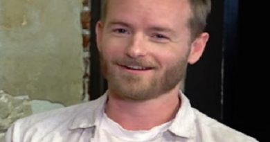 christopher masterson 1 390x205 - Christopher Masterson Biography - life Story, Career, Awards, Age, Height