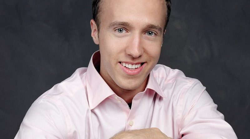 craig kielburger 1 800x445 - Craig Kielburger Biography - life Story, Career, Awards, Age, Height