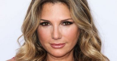 daisy fuentes 1 390x205 - Daisy Fuentes Biography - life Story, Career, Awards, Age, Height