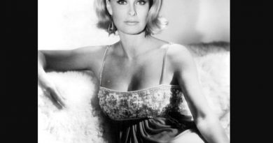 dina merrill 1 3 390x205 - Dina Merrill Biography - life Story, Career, Awards, Age, Height