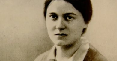 edith stein 1 390x205 - Edith Stein Biography - life Story, Career, Awards, Age, Height