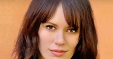 emily swallow 1 390x205 - Emily Swallow Biography - life Story, Career, Awards, Age, Height