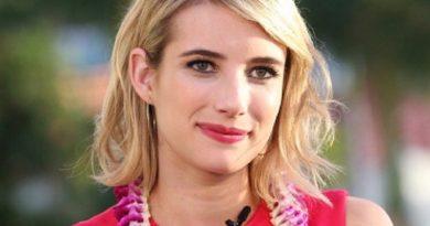 emma roberts 2 390x205 - Emma Roberts Biography - life Story, Career, Awards, Age, Height
