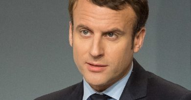 emmanuel macron 3 390x205 - Emmanuel Macron Biography - life Story, Career, Awards, Age, Height