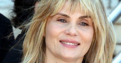 emmanuelle seigner 1 390x205 - Emmanuelle Seigner Biography - life Story, Career, Awards, Age, Height
