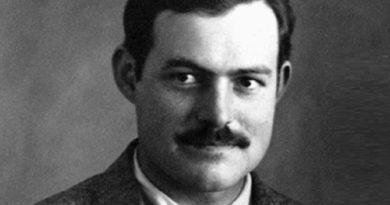 ernest hemingway 1 390x205 - Ernest Hemingway Biography - life Story, Career, Awards, Age, Height