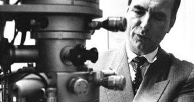 ernst ruska 1 390x205 - Ernst Ruska Biography - life Story, Career, Awards, Age, Height