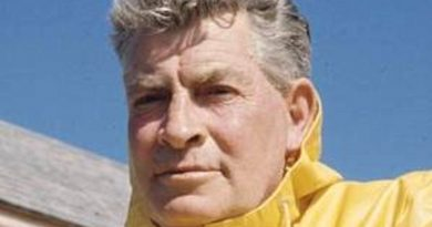 euell gibbons 1 1 390x205 - Euell Gibbons Biography - life Story, Career, Awards, Age, Height