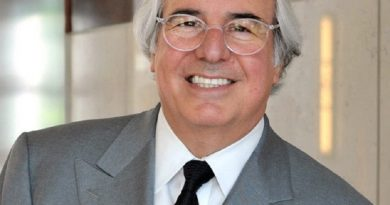 frank abagnale 4 1 390x205 - Frank Abagnale Biography - life Story, Career, Awards, Age, Height