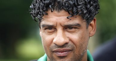 frank rijkaard 1 390x205 - Frank Rijkaard Biography - life Story, Career, Awards, Age, Height