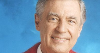 fred rogers 4 1 390x205 - Fred Rogers Biography - life Story, Career, Awards, Age, Height