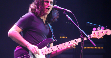 geddy lee 3 390x205 - Geddy Lee Biography - life Story, Career, Awards, Age, Height