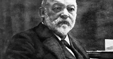 gottlieb daimler 1 390x205 - Gottlieb Daimler Biography - life Story, Career, Awards, Age, Height