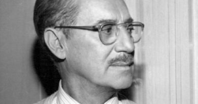groucho marx 4 390x205 - Groucho Marx Biography - life Story, Career, Awards, Age, Height
