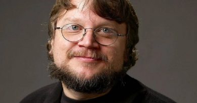 guillermo del toro 4 1 390x205 - Guillermo del Toro Biography - life Story, Career, Awards, Age, Height
