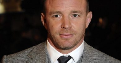 guy ritchie 6 390x205 - Guy Ritchie Biography - life Story, Career, Awards, Age, Height