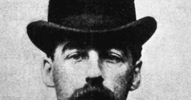 h h holmes 1 1 390x205 - H. H. Holmes Biography - life Story, Career, Awards, Age, Height