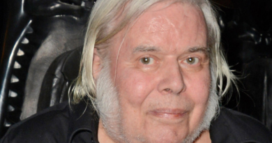 h r giger 4 1 390x205 - H. R. Giger Biography - life Story, Career, Awards, Age, Height