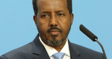 hassan sheikh mohamoud 1 390x205 - Hassan Sheikh Mohamoud Biography - life Story, Career, Awards, Age, Height