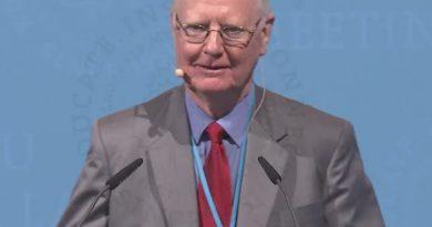 james mirrlees 1 1 390x205 - James Mirrlees Biography - life Story, Career, Awards, Age, Height