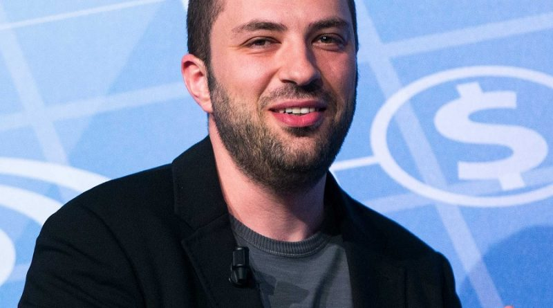 jan koum 1 1 800x445 - Jan Koum Biography - life Story, Career, Awards, Age, Height