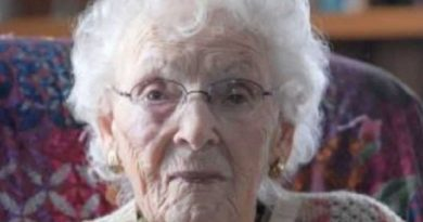 jeanne calment 3 390x205 - Jeanne Calment Biography - life Story, Career, Awards, Age, Height