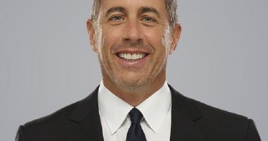 jerry seinfeld 6 390x205 - Jerry Seinfeld Biography - life Story, Career, Awards, Age, Height